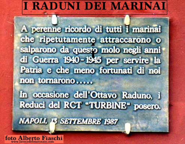 13.9.1987 molo San Vincenzo Napoli (foto Fiaschi) - www.lavocedelmarinaio.com