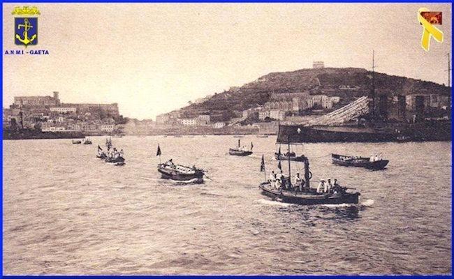 Reagia nave da battaglia Vittorio Emanuele (f.p.g.c. Carlo Di Nitto a www.lavocedelmarinaio.com - scioriono le brande
