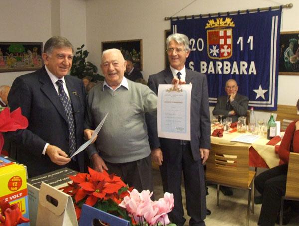 consegna attestato di Benemerenza Bruno Petterlin (f.p.g.c. Roberta Ammiraglia 88 a www.lavocedelmarinaio.com