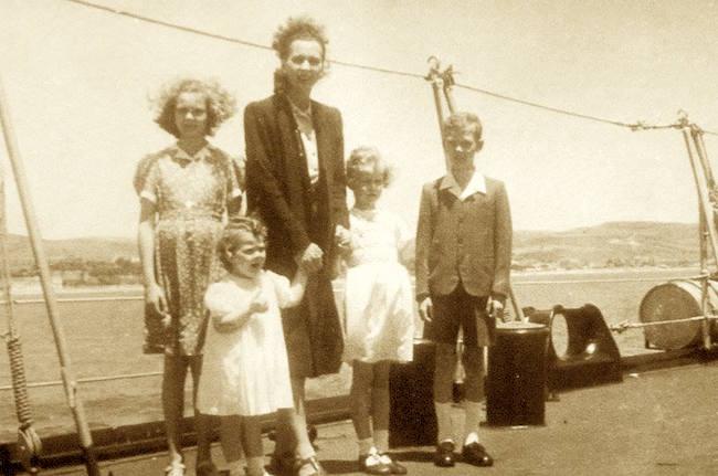 La Regina Elena e famiglia a bordo della regia nave Duca degli Abruzzi diretti in Portogallo - www.lavocedelmarinaio.com (f.p.g.c. Roberto Tento)