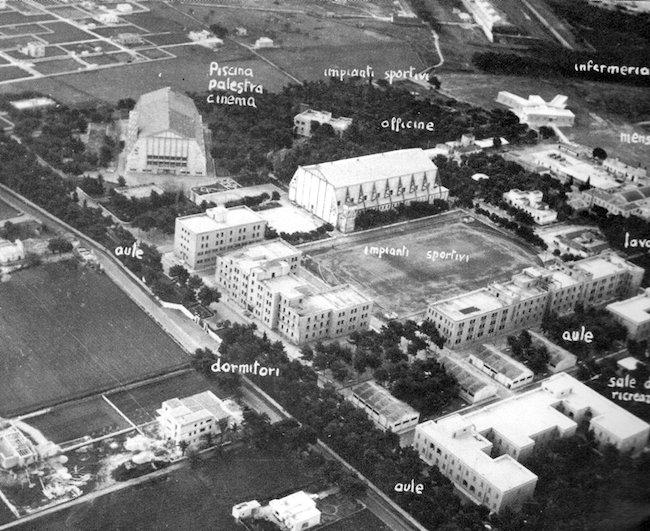 Foto aerea d'epoca delle scuole sottufficiali Marina Militare di Tanto (f.p.g.c. Mario Veronesi)