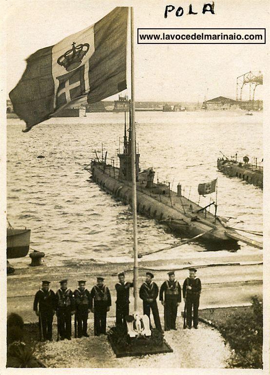 Alzabandiera a POLA - Scuole CREMM anno 1929 - www.lavocedelmarinaio.com