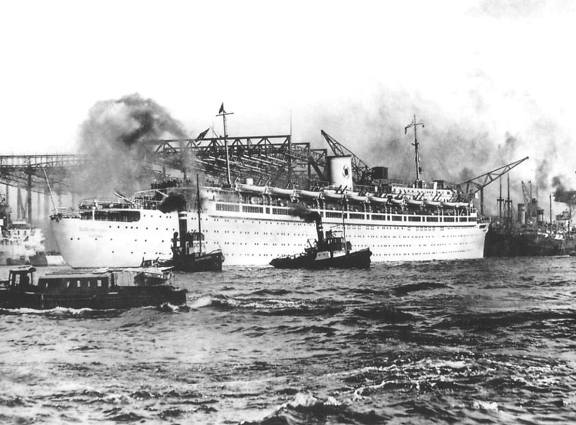 Soccorsi alla nave Wilhelm Gustloff - foto internet - www.lavocedelmarinaio.com