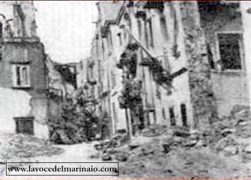 20:21.2.1943 strada di Napoli devastata da bombardamenti aerei - www.lavocedelmarinio.com