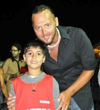 Allessio-Mantelli-col-suo-nuovo-amico-ritrovato - www.lavocedelmarinaio.com