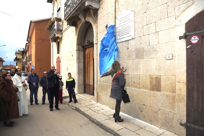 Il Sindaco Mariconda - lapide - www.lavocedelmarinaio.com