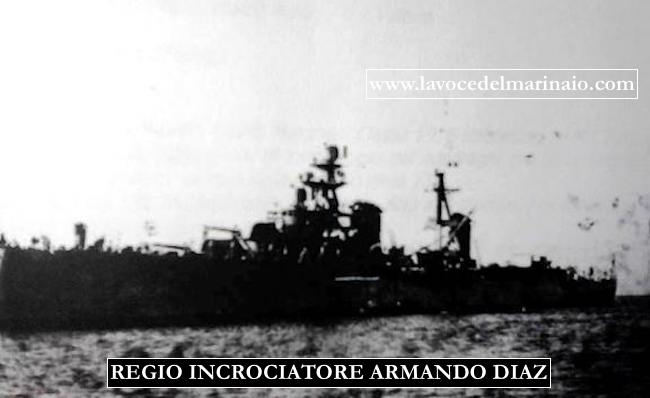 Regio incrociatore Armando Diaz alla fonda - www.lavocedelmarinaio.com copia