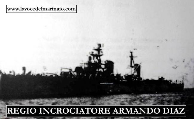 Regio incrociatore Armando Diaz alla fonda - www.lavocedelmarinaio.com