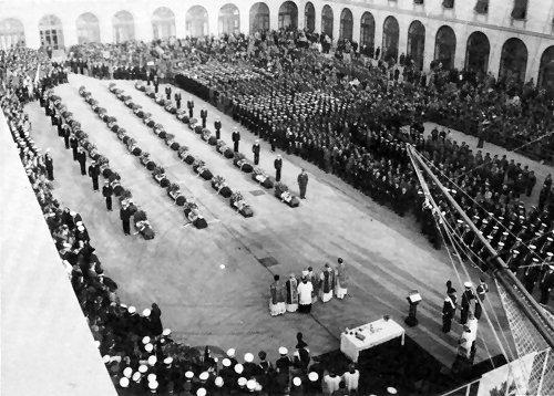 La cerimonia svolta all'accademia Navale di Livorno per commemorare i caduti del Corso Invicti sul Monte Serra - www.lavocedelmarinaio.com