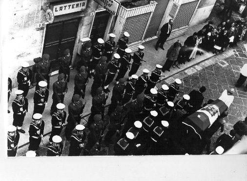 foto Giuseppe Pignatiello funerale guardiamarina Giuseppe Minelli - Copia
