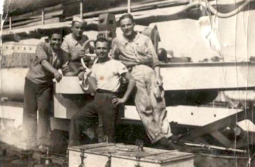 Vittorio Poni e altri marinai imbarcati sul regio cacciatorpediniere Da Noli (1941) - www.lavocedelmarinaio.ocm