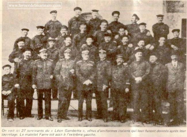 i 27 sopravvissuti della regia nave Leon Gambetta - www.lavocedelmarinaio - foto internet
