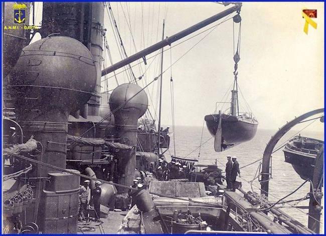 nave pronta a partire per Rodi (f.p.g.c. Carlo Di Nitto a www.lavocedelmarinaio.com