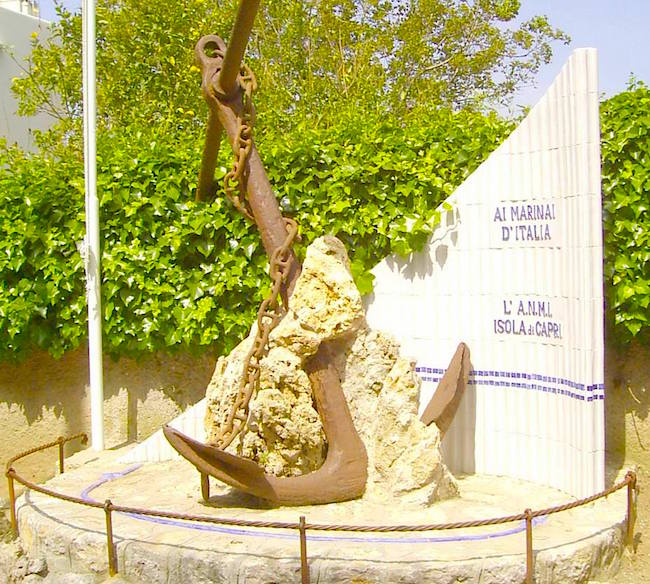 Monumento ai Marinai d'Italia a Capri - www.lavocedelmarinaio.com