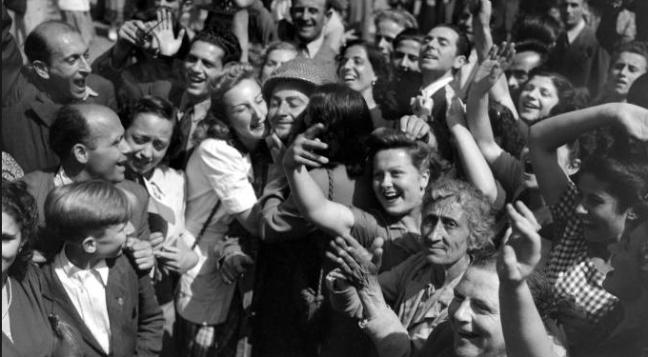 25.6.1944 la guerra è finita (foto l'Espresso) - www.lavocedelmarinaio.com