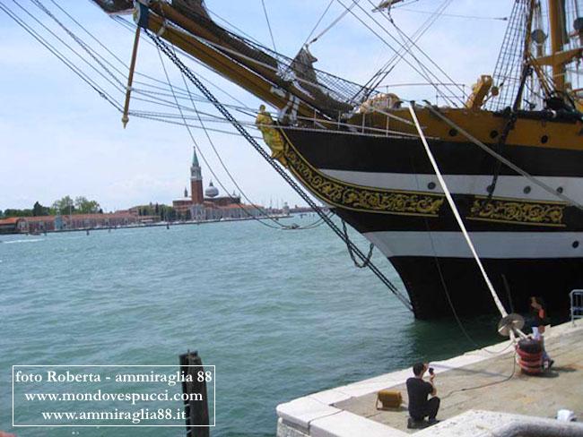 la polena di nave Vespucci in ormeggio a Venezia