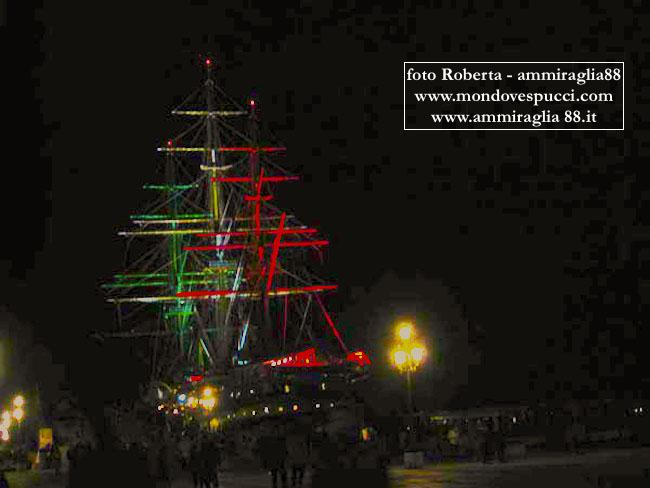 nave Vespucci in notturna - www.lavocelmarinaio.com