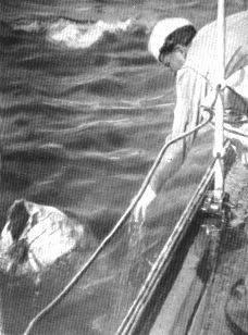 regia nave Lampo recupero umo in mare - www.lavocedelmarinaio.com