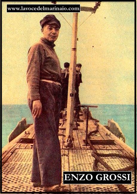 Il comandante Grossi in tenuta di navigazione sul barbarigo - www.lavocedelmarinaio.com