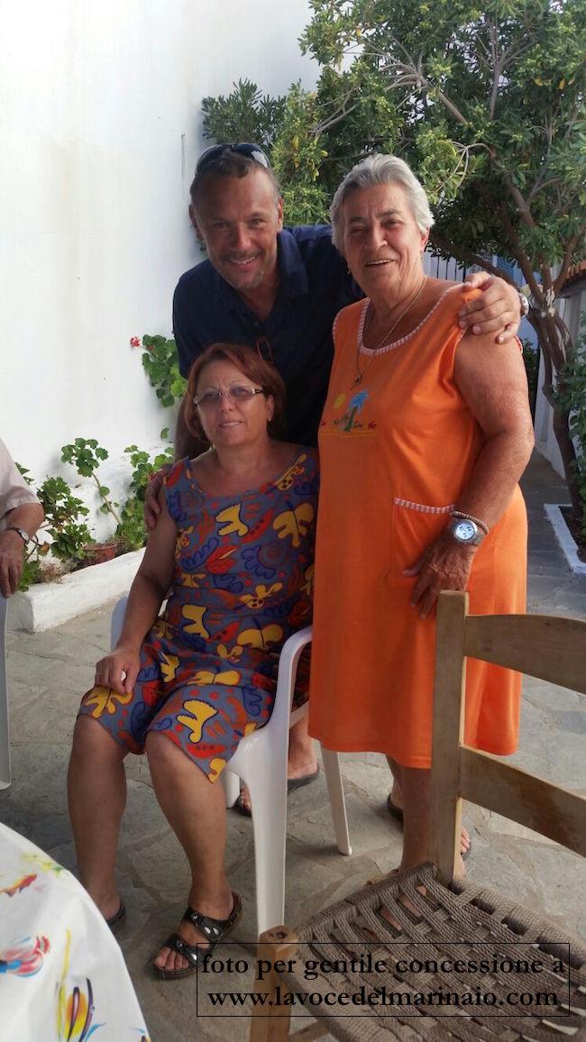 Mario Lubrano e le due signore salvate il 15.6.2016 a LOUTRA, penisola di Halkidiki : Salonicco, Grecia - www.lavocedelmarinaio.com