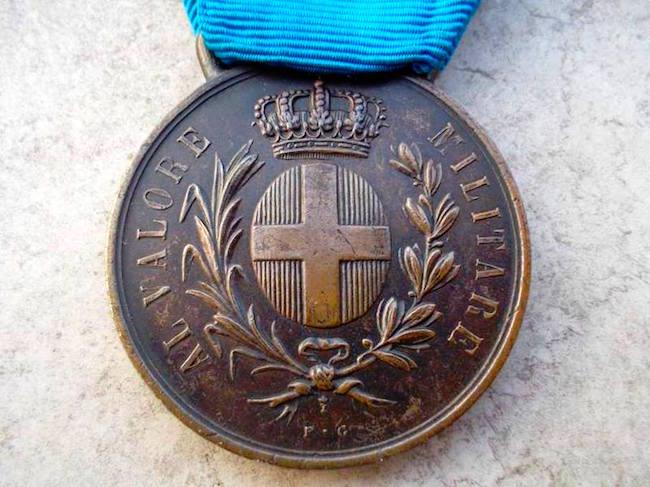 Medaglia di Bronzo custodita presso sede A.N.M.I. Mola di Bari f.p.g.c. a www.lavocedelmarinaio.com