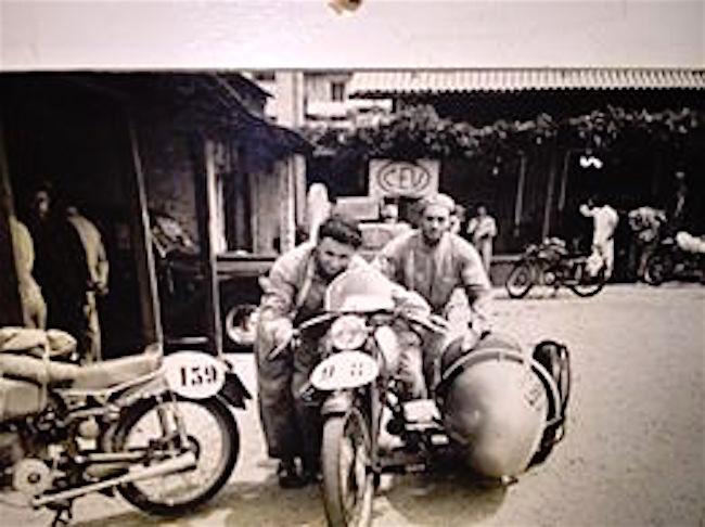 Qui Plinio con mio nonno Gottardo Giulianotti... Gara di regolarità Milano-Taranto anni 50