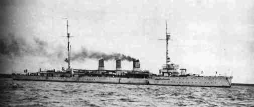Regio incrociatore Taranto dopo la sua trasformazione (15 gennaio 1937) - foto U.S.M.M. - copia www.lavocedelmarinaio.com