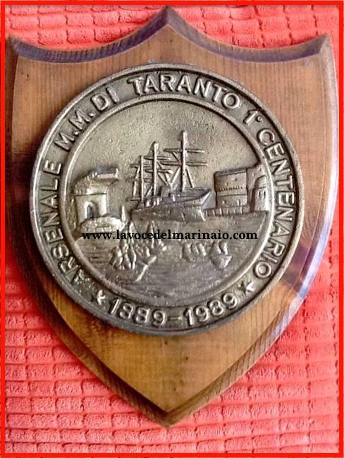 crest commemorativo centenario arsenale di Taranto - www.lavocedelmarinaio.com