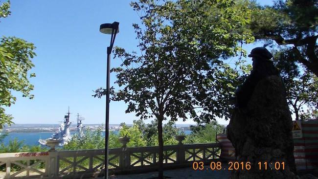 statua-di-leonardo-da-vinci-a-taranto-f-p-g-c-giovanni-greco-a-www-lavocedelmarinaio-com