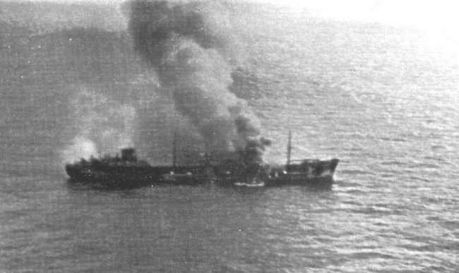 9-novembre-1941-aerei-italiani-sorvolano-la-motocisterna-minatitland-in-fiamme-unico-mercantile-del-convoglio-duisburg-ancora-a-galla-www-lavocedelmarinaio-com
