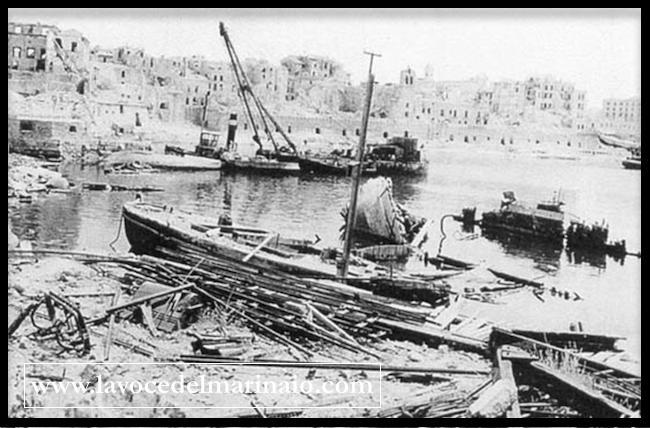 il-porto-di-napoli-dopo-la-cacciata-dei-tedeschi-www-lavocedelmarinaio-com