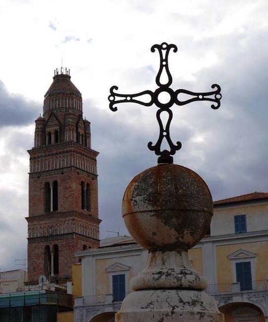 1-il-campanile-del-duomo-di-gaeta-visto-dalla-colonna-di-punta-sanita