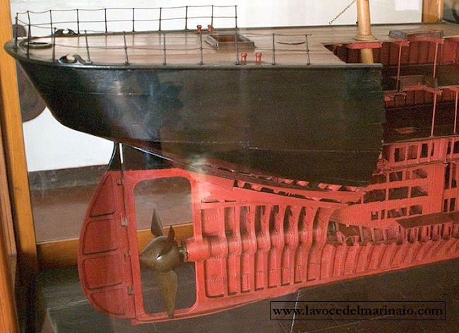 Incrociatore Flavio Gioia - Parte poppiera del modellino (museo navale di Venezia) - www.lavocedelmarinaio.com