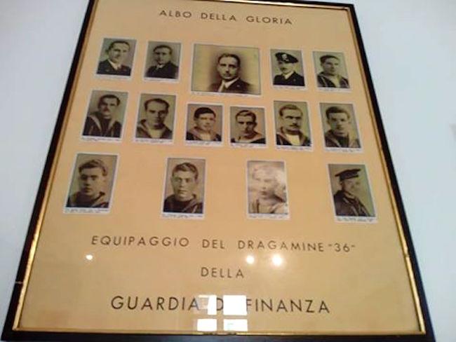 gli eroi col solino giallo RD 36 foto pellegrino Giuseppe per www.lavocedelmarinaio.com copia