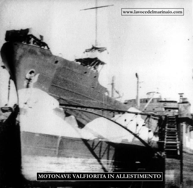 motonave Valfiorita in allesstimento - www.lavocedelmarinaio.com f.p.g.c. Sergio Cavacece